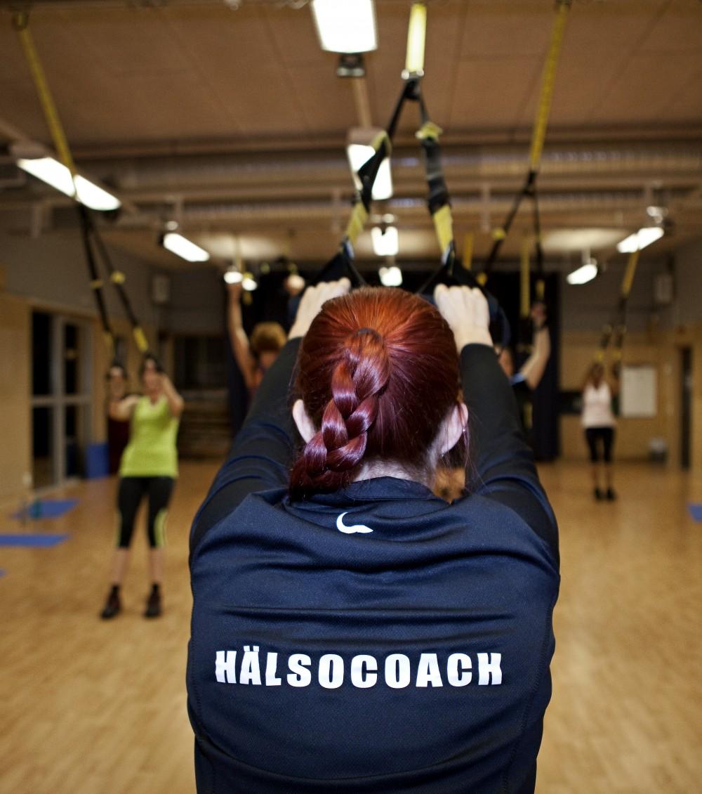 Hälsocoach med träningsredskap Fotograf Christel Lind